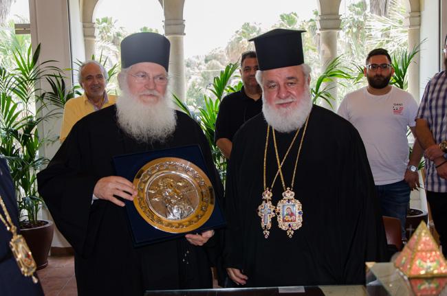 Επίσκεψη Ηγουμένου της Ιεράς Μεγίστης Μονής Βατοπαιδίου Γέροντος Εφραίμ στον Μητροπολίτη Κύκκου κ. Νικηφόρο