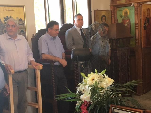 Στη Θεία Λειτουργία και στο Μνημόσυνο παρέστησαν ο Πρόεδρος του ΔΗ.ΚΟ. κ. Νικόλας Παπαδόπουλος, ο Βουλευτής και Εκπρόσωπος της ΕΔΕΚ κ. Κωστής Ευσταθίου, ο Πρόεδρος του Κινήματος των Οικολόγων κ. Γιώργος Περδίκης, Εκπρόσωποι των Κοινοτικών, Εκπαιδευτικών, Στρατιωτικών και Αστυνομικών Αρχών της περιοχής, όπως και Εκπρόσωποι Σωματείων και Οργανώσεων.