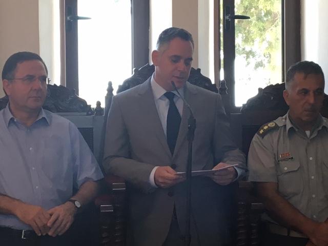 Στη Θεία Λειτουργία και στο Μνημόσυνο παρέστησαν ο Πρόεδρος του ΔΗ.ΚΟ. κ. Νικόλας Παπαδόπουλος, ο Βουλευτής και Εκπρόσωπος της ΕΔΕΚ κ. Κωστής Ευσταθίου, ο Πρόεδρος του Κινήματος των Οικολόγων κ. Γιώργος Περδίκης